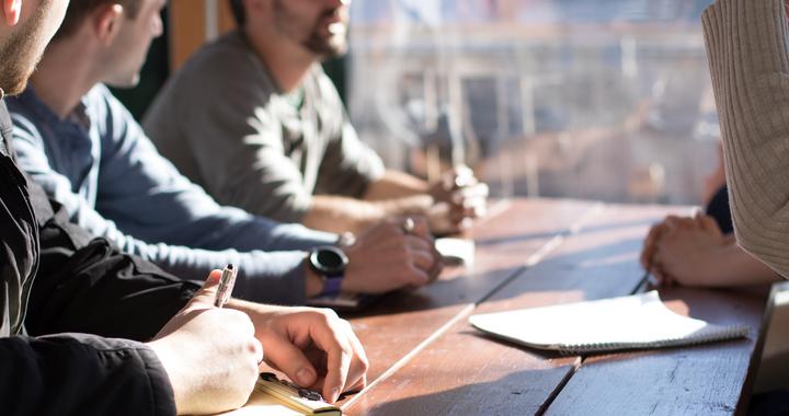 On peut exprimer sa reconnaissance auprès d'une équipe ou d'un individu après une intervention pour développer l'engagement des collaborateurs.