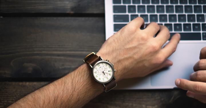 Pour répondre à la demande de flexibilité des horaires de travails, certaines entreprises ont décidé de mettre en place la semaine de 4 jours.