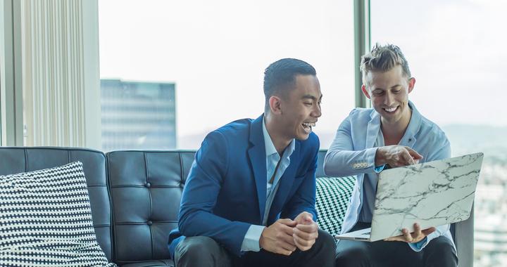 Le coach aide le manager à communiquer ses objectifs, à identifier ses points forts et ses points faibles, à concrétiser son plan d'action... Et c'est très exactement la démarche que le manager-coach reproduit auprès de ses collaborateurs pour améliorer leur bien-être au travail.