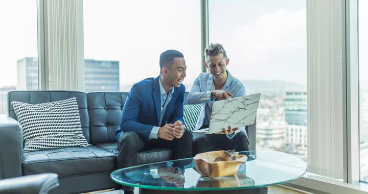la reconnaissance au travail est l'affaire de tous, elle peut émaner aussi bien des managers que des pairs, voire de la clientèle